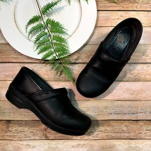 Dansko Pro Black LEATHER Cabrio Stapled Clogs 39